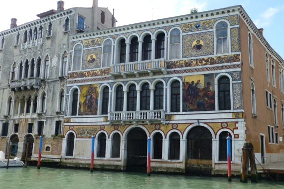 Palazzo Barbarigo - covered with Murano glass mosaics