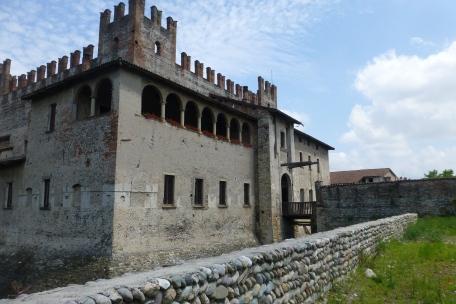 Castle Malpaga, front with drawbridge