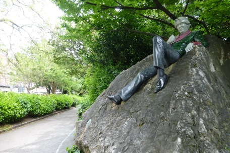Oscar Wilde just hanging out