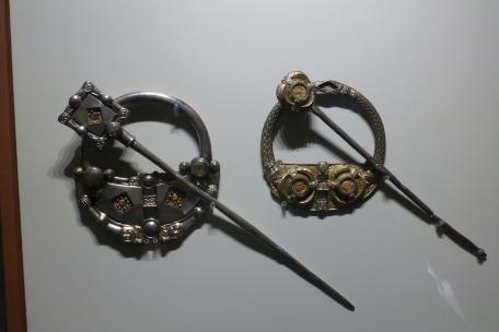 Viking clasps - looks Elvish to me