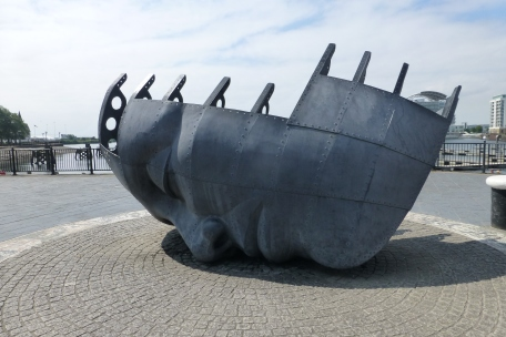 Sculpture - it's a boat, no it's a face